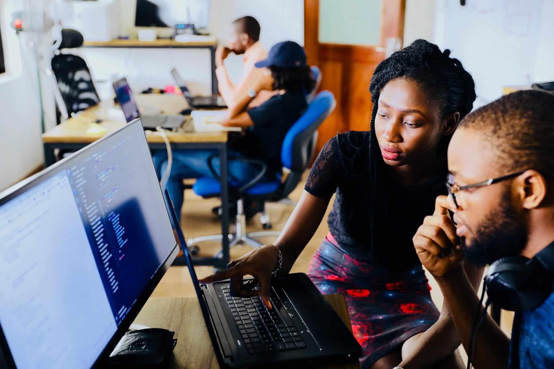 employees-computer-business-data